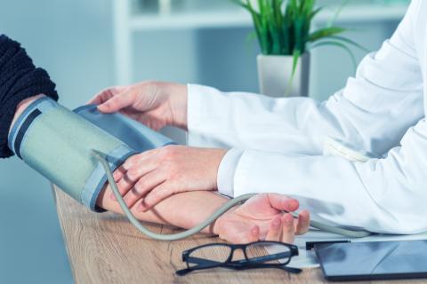 sintomas de tension baja o alta